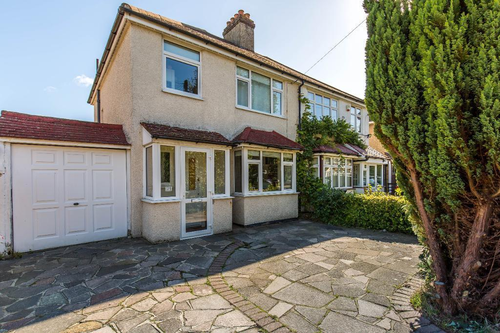 3 Bedrooms Semi Detached House for sale in Princes Avenue, Sanderstead, Surrey, CR2 9BE