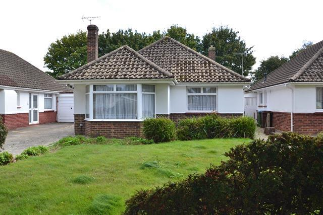 2 Bedrooms Detached Bungalow for sale in Goring Way, Ferring, West Sussex, BN12 5BY