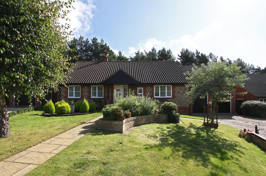 3 Bedrooms Detached Bungalow for sale in Gorse Close, Fakenham