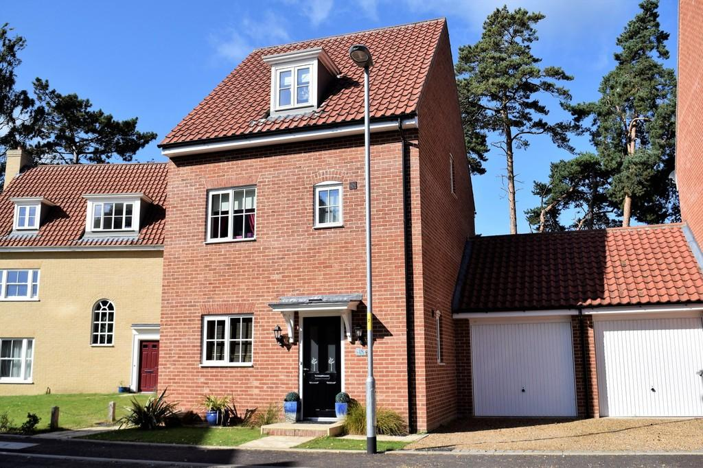 4 Bedrooms Detached House for sale in Hastings Close, Thetford