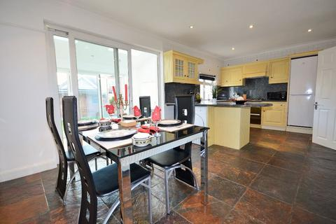 4 bedroom end of terrace house to rent - Park Drive, Acton W3 8NA