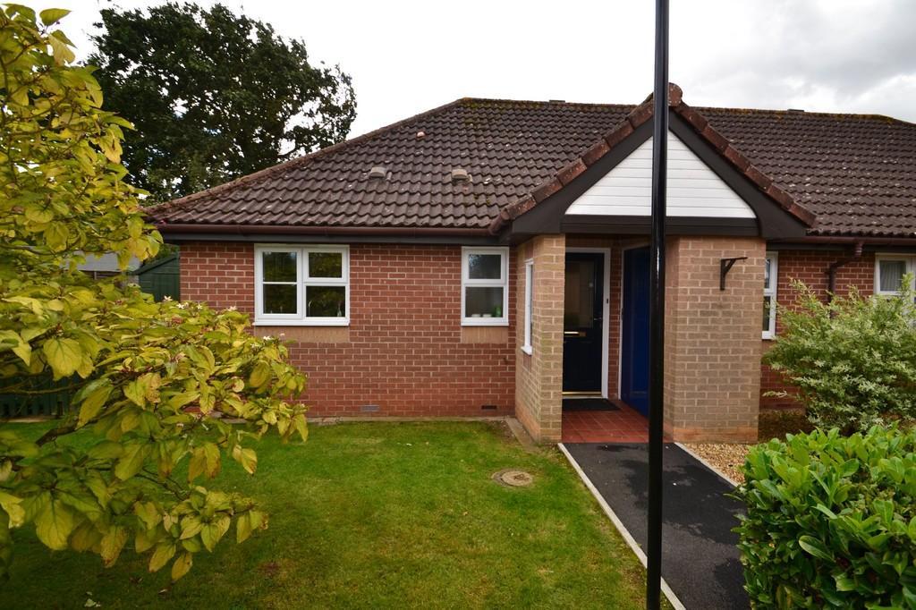 2 Bedrooms Semi Detached Bungalow for sale in Hethersett, Norwich
