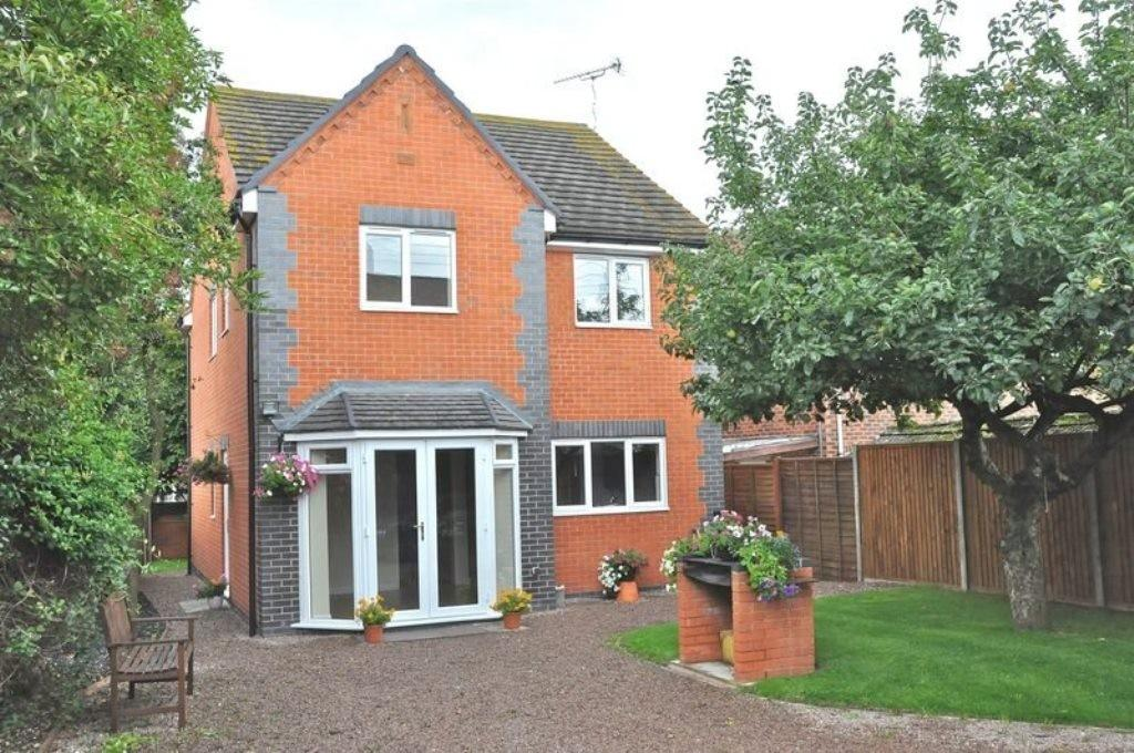 4 Bedrooms Detached House for sale in Honeybourne
