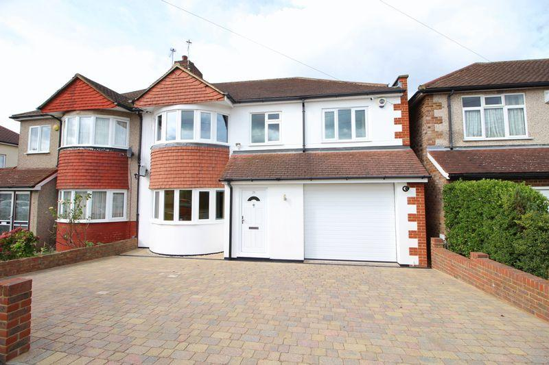 4 Bedrooms Semi Detached House for sale in Onslow Drive, Sidcup
