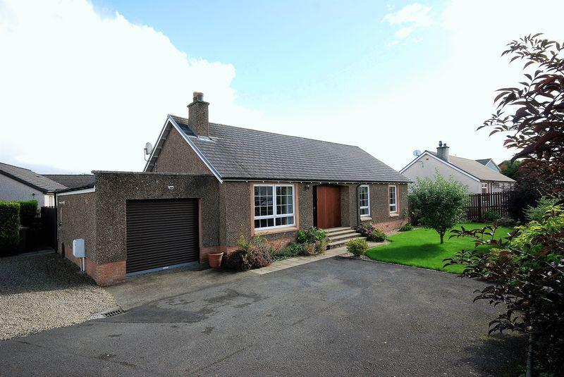 3 Bedrooms Detached Bungalow for sale in 2 Purclewan Crescent, Dalrymple, KA6 6HZ