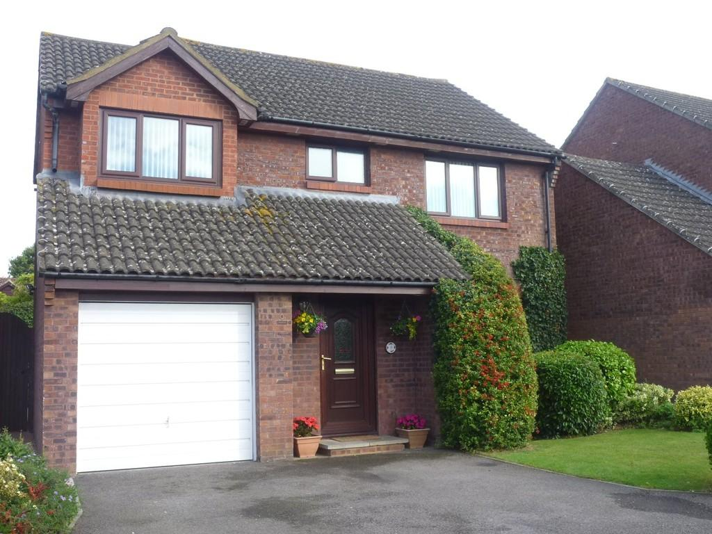 4 Bedrooms Detached House for sale in Arundell Close, Westbury