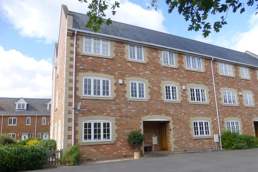 3 Bedrooms Semi Detached House for sale in The Spa, Holt