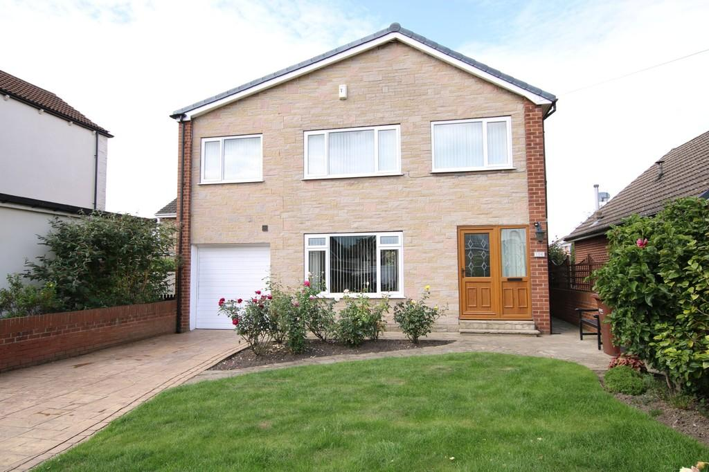 4 Bedrooms Detached House for sale in Lyndale Drive, Wrenthorpe
