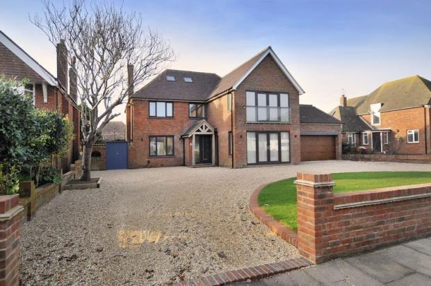 5 Bedrooms Detached House for sale in Sea Lane, Goring-by-Sea, Worthing, BN12
