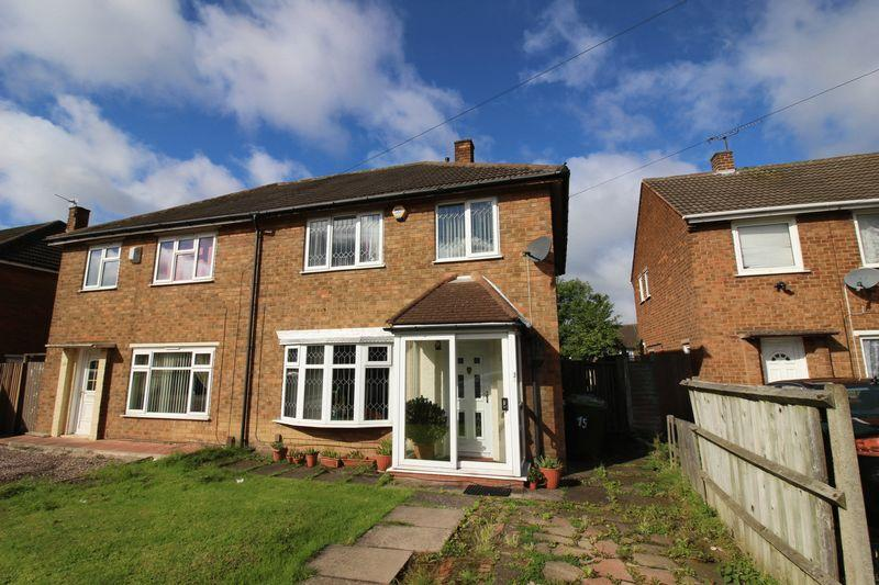 3 Bedrooms Semi Detached House for sale in Warwick Avenue, Wednesbury