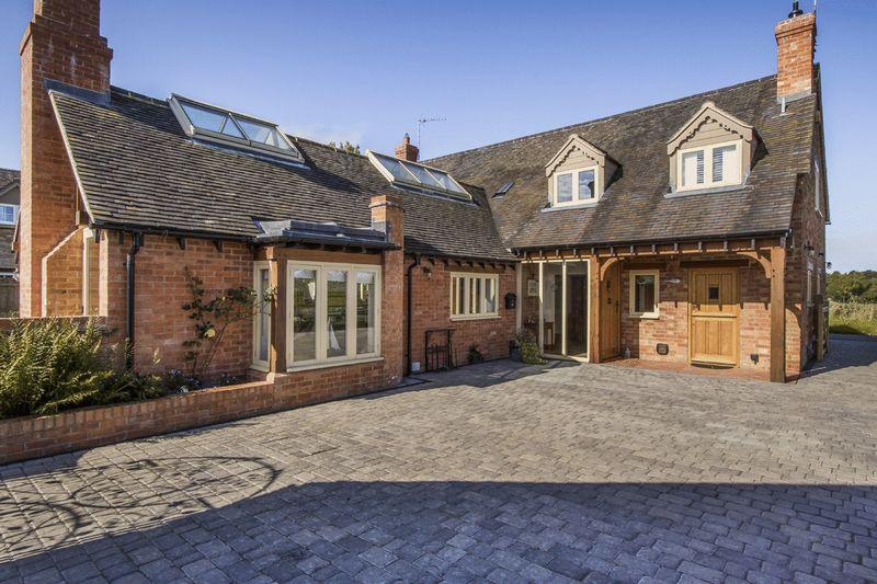 5 Bedrooms Detached House for sale in Combrook, Warwickshire