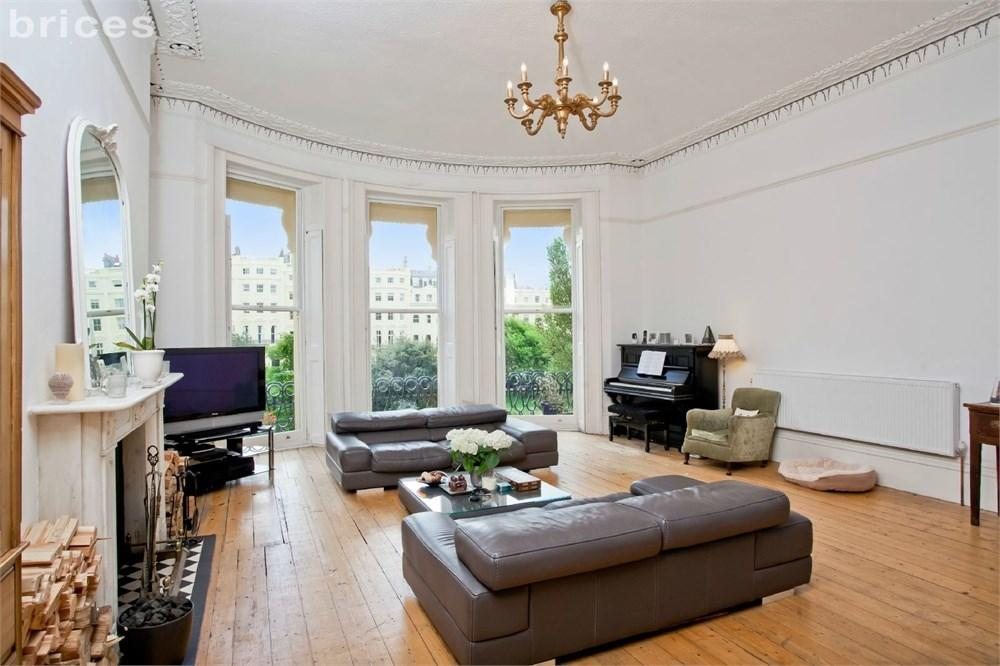3 Bedrooms Maisonette Flat for sale in Brunswick Square, Hove, BN3