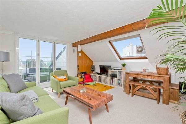 2 Bedrooms Flat for sale in St Catherines Terrace, Hove, BN3