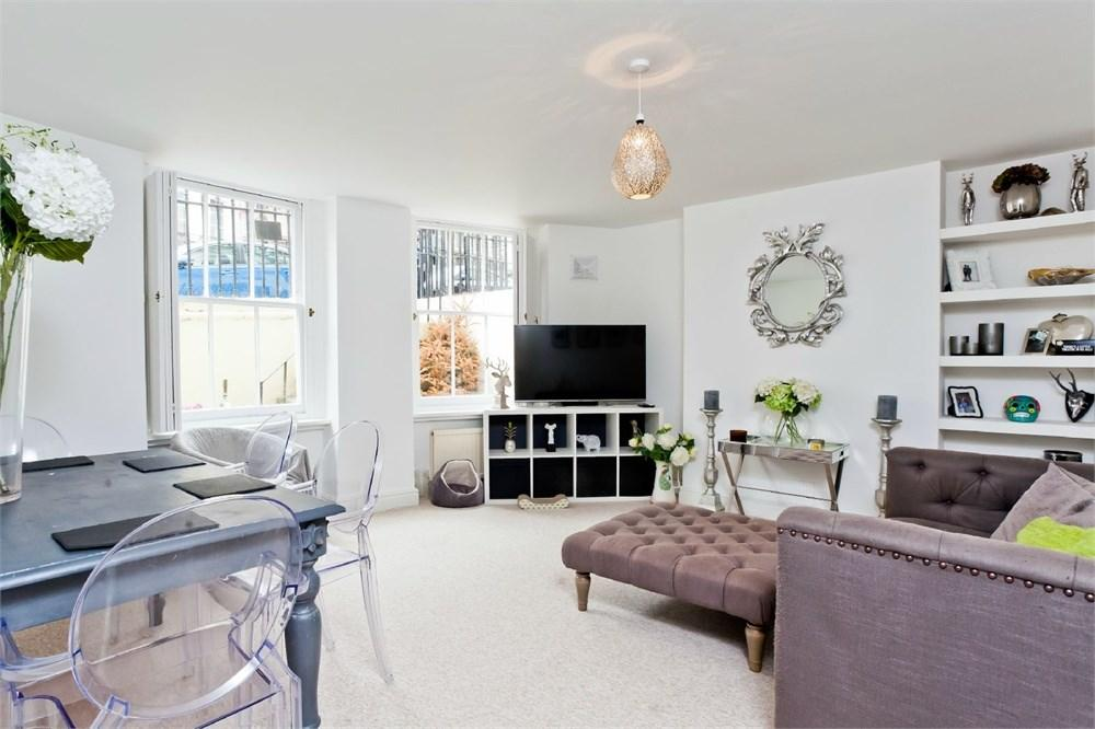 2 Bedrooms Flat for sale in Brunswick Place, Hove, BN3