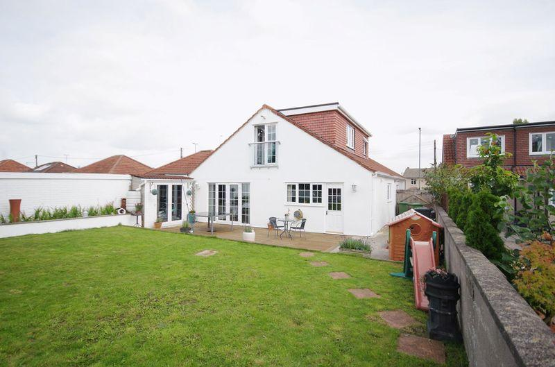 4 Bedrooms Detached Bungalow for sale in Gloucester Road, Patchway, Bristol