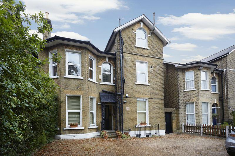 2 Bedrooms Apartment Flat for sale in Court Yard, Eltham SE9