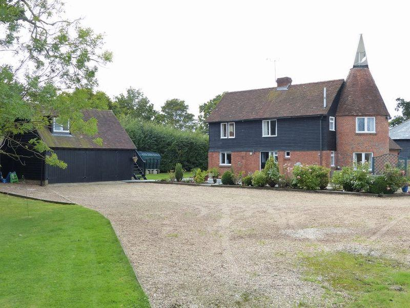 3 Bedrooms Detached House for sale in Fosten Green, Biddenden