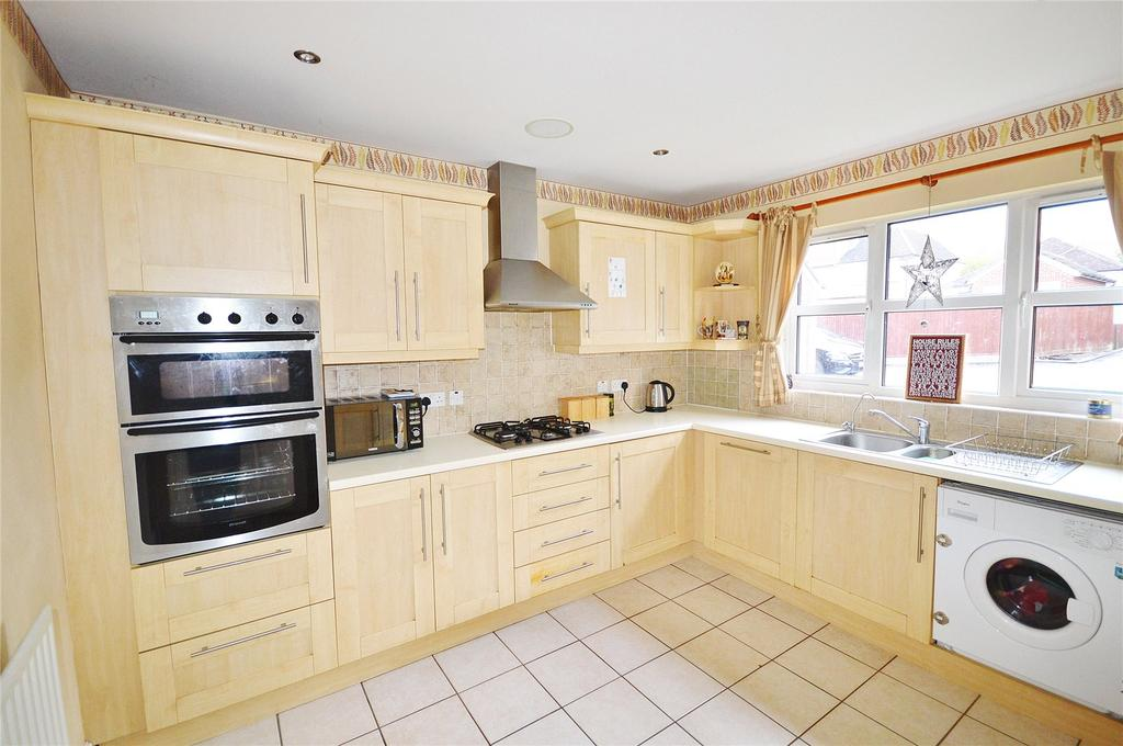 4 Bedrooms Link Detached House for sale in Meadowside, Woodside Road, Watford, Hertfordshire, WD25
