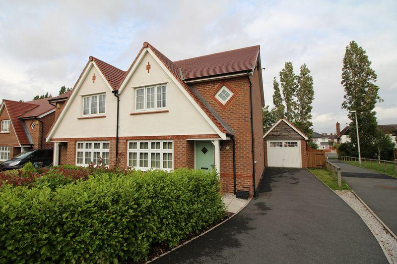 3 Bedrooms Semi Detached House for sale in Hulme Close, Bromborough