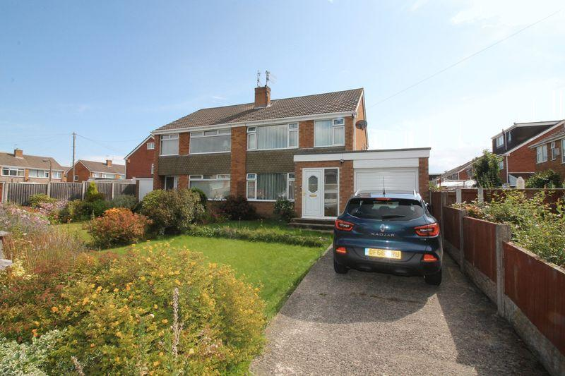 3 Bedrooms Semi Detached House for sale in Holmlands Drive, Prenton