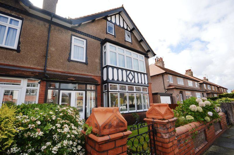 6 Bedrooms Semi Detached House for sale in Sandlea Park, West Kirby