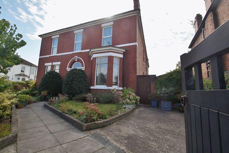 4 Bedrooms Semi Detached House for sale in Duke Street, Southport