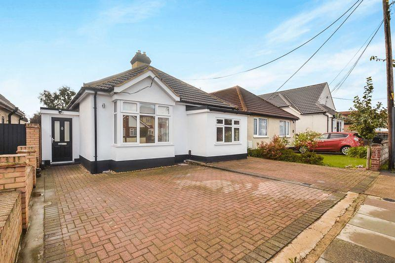 4 Bedrooms Detached Bungalow for sale in Rainham