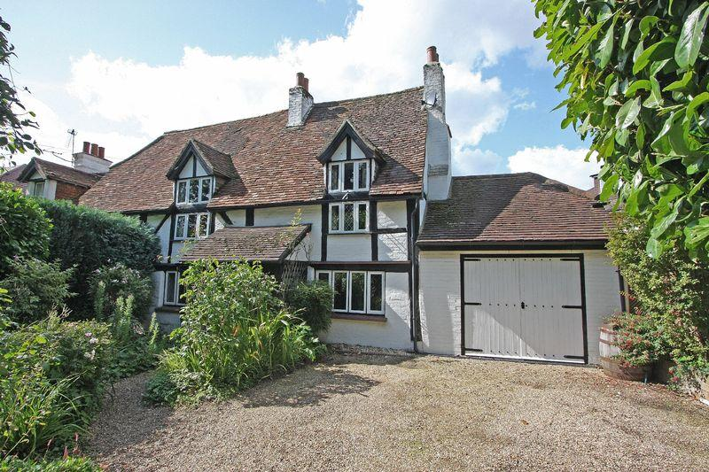 3 Bedrooms Cottage House for sale in West End Village, Nr Woking