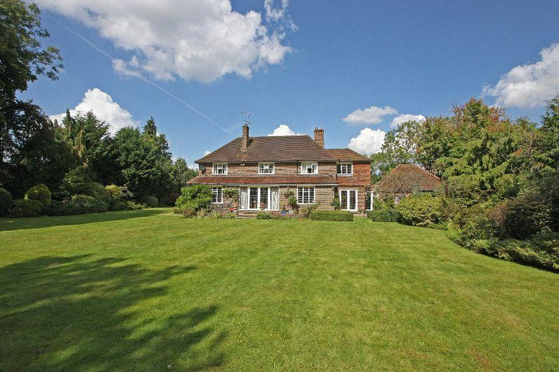 5 Bedrooms Detached House for sale in Chobham, Surrey