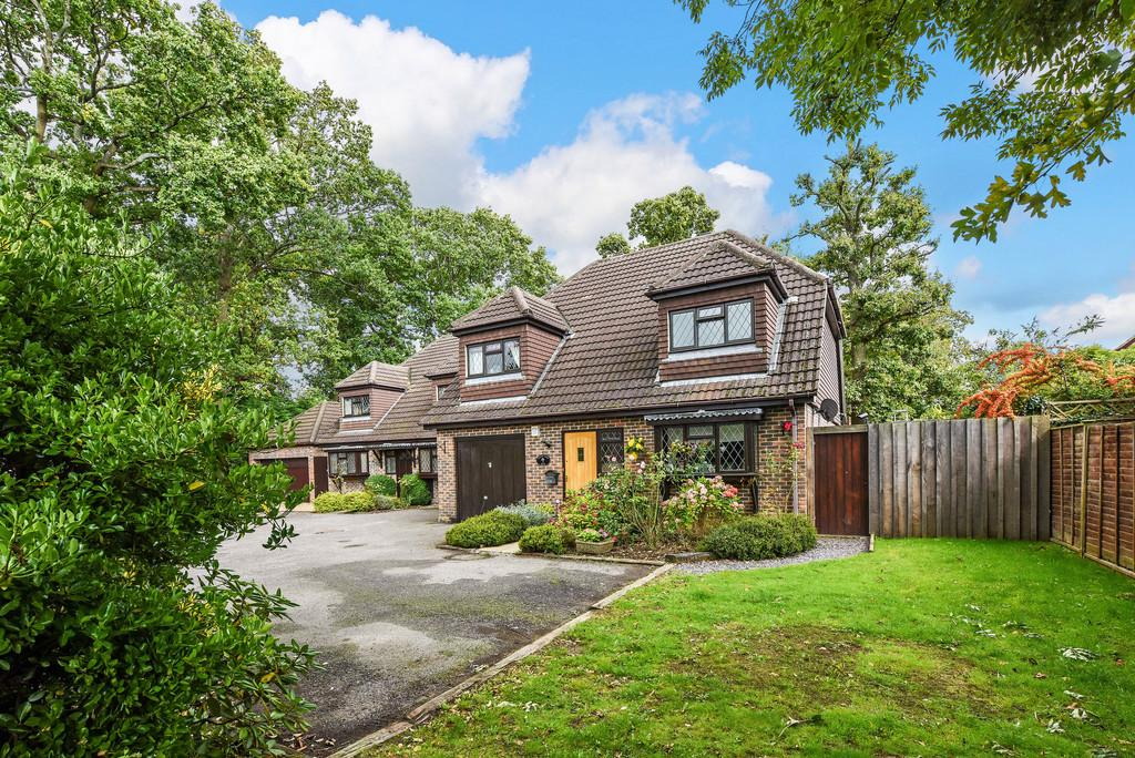 4 Bedrooms Chalet House for sale in Horndean, Hampshire