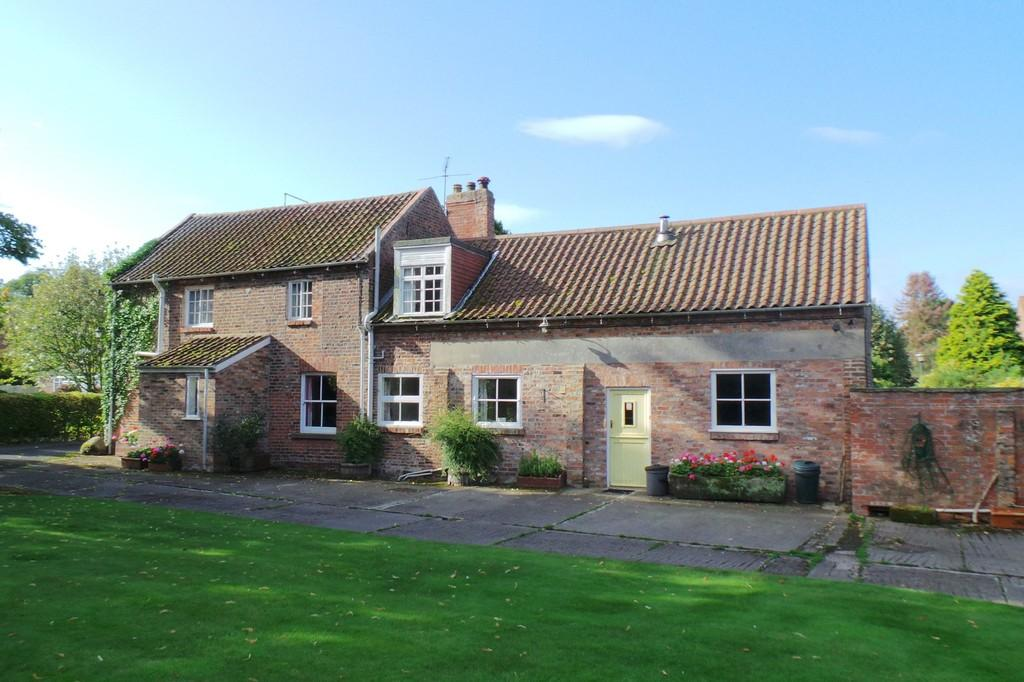 2 Bedrooms Detached House for sale in The Old Granary, Angram Road, Long Marston, YO26 7LR
