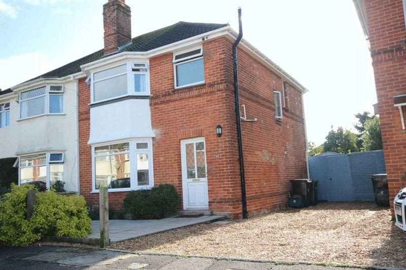 3 Bedrooms Semi Detached House for sale in CHRISTCHURCH