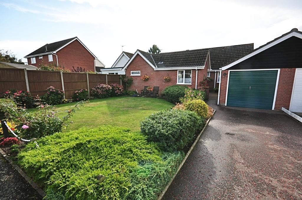 3 Bedrooms Detached Bungalow for sale in Millway Avenue, Roydon