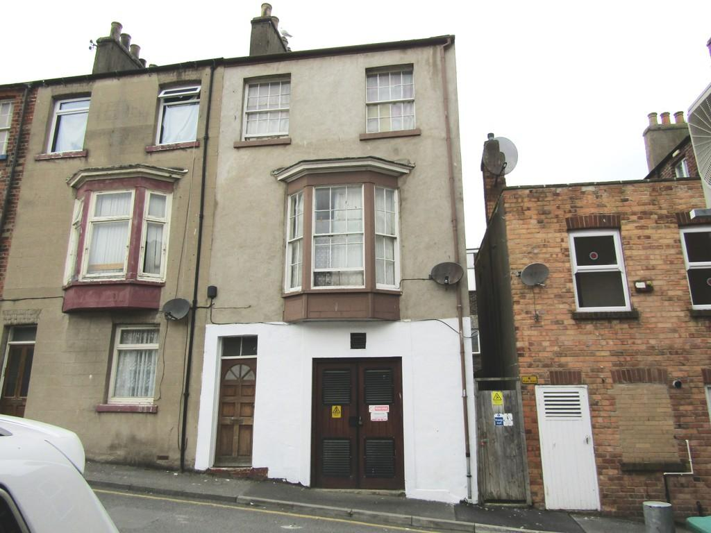 2 Bedrooms Terraced House for sale in Aberdeen Place, Scarborough
