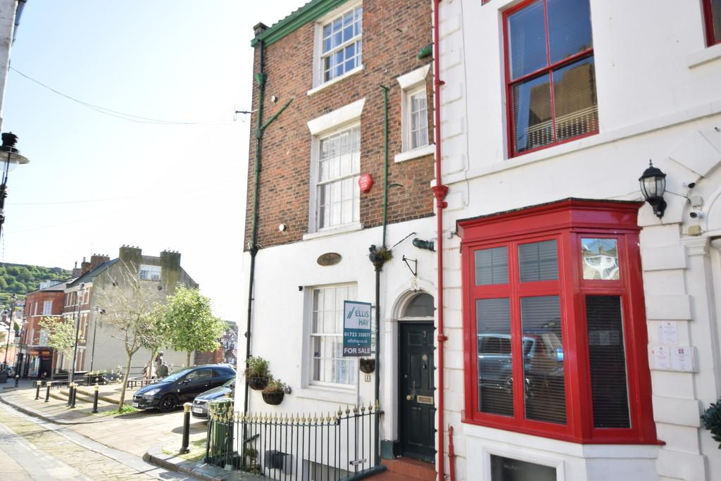 6 Bedrooms Semi Detached House for sale in Merchants Row, Scarborough