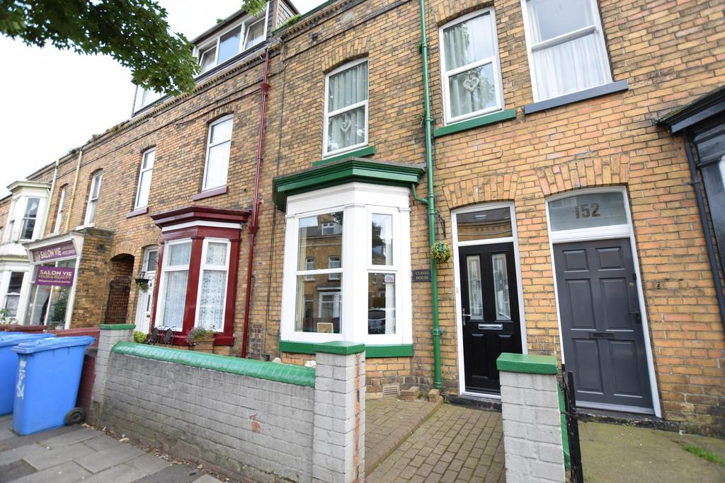 4 Bedrooms Terraced House for sale in Prospect Road, Scarborough