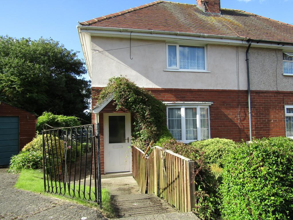 2 Bedrooms Semi Detached House for sale in Moorside,