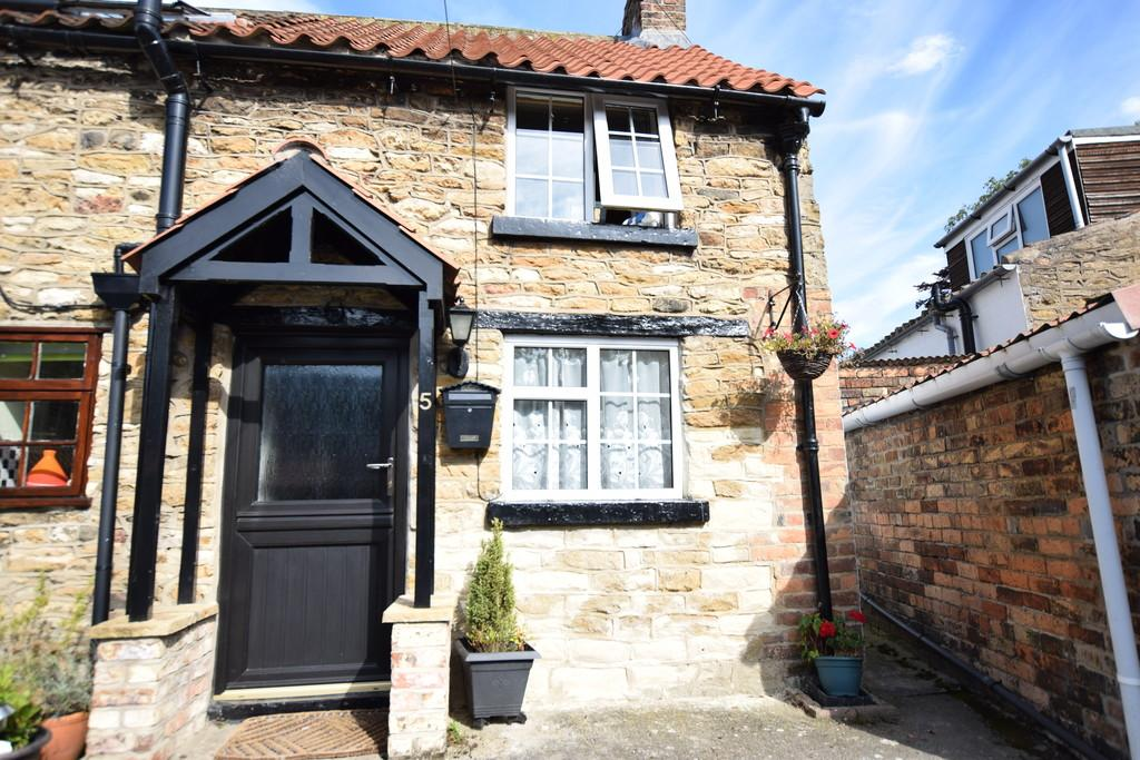 1 Bedroom Cottage House for sale in Garth Cottages,