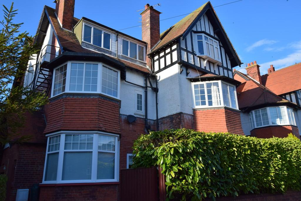 2 Bedrooms Apartment Flat for sale in 29 Holbeck Avenue, Scarborough