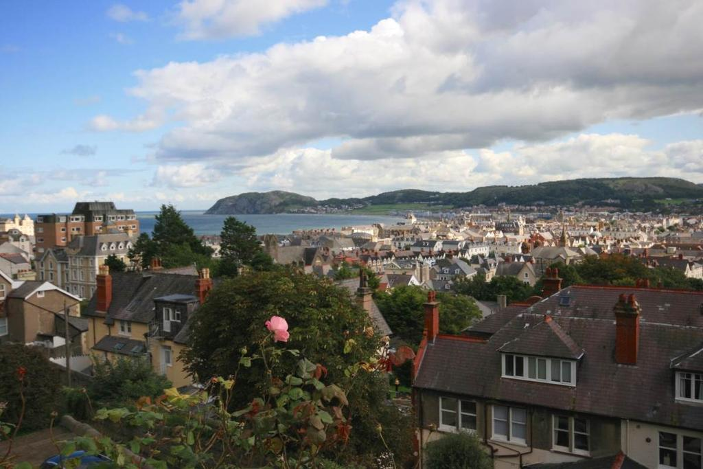 5 Bedrooms Detached House for sale in 2 Cwlach Road, Great Orme, LL30 2HT