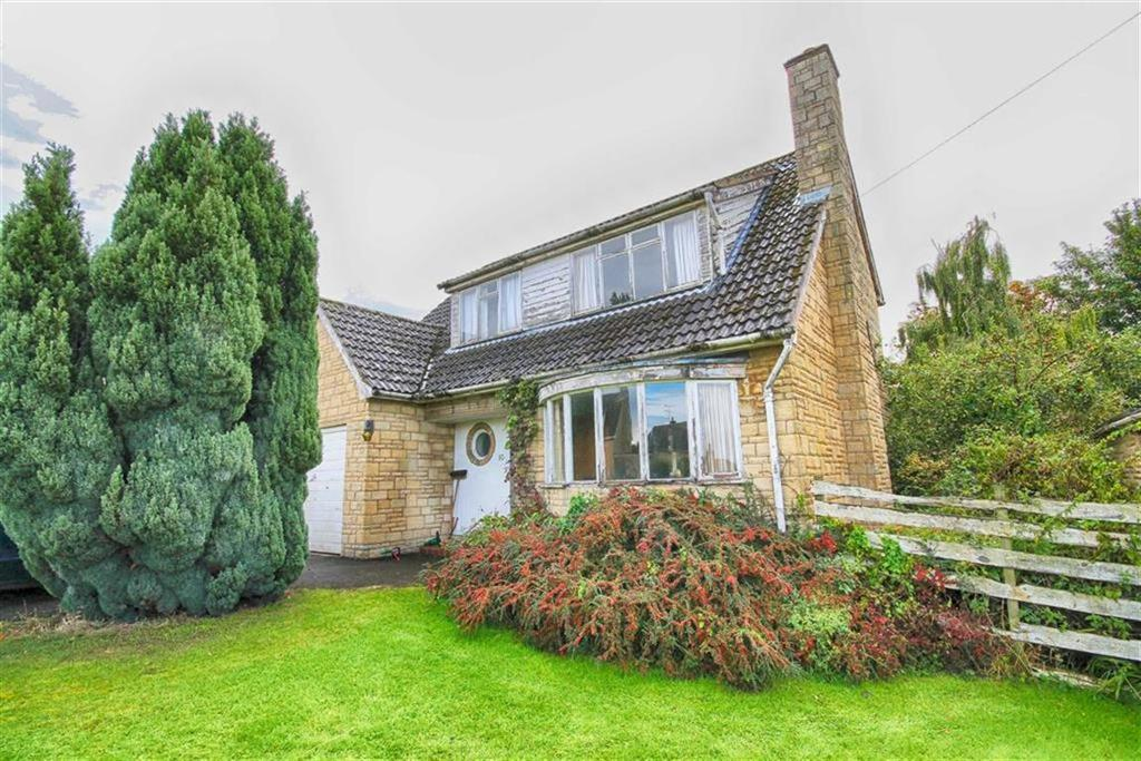 3 Bedrooms Detached House for sale in Ratcliff Lawns, Southam, Cheltenham, GL52
