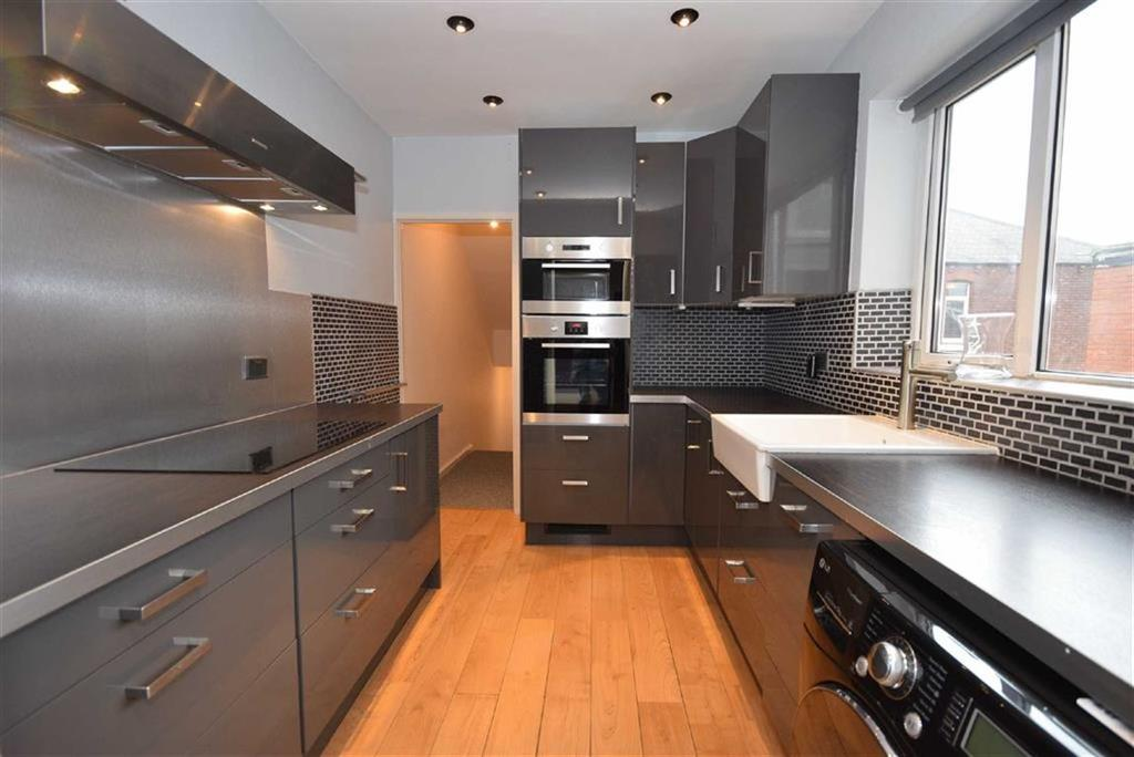 4 Bedrooms Maisonette Flat for sale in Stanhope Road, South Shields