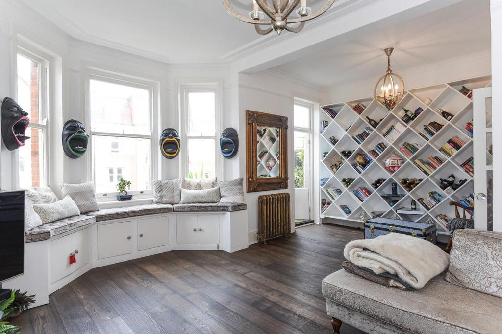 2 Bedrooms Flat for sale in Honeybourne Road, West Hampstead