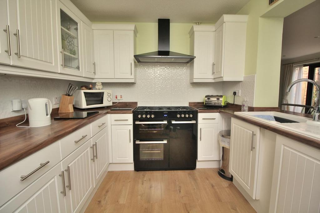 2 Bedrooms Semi Detached House for sale in Darnay Rise, Chelmsford, Essex, CM1
