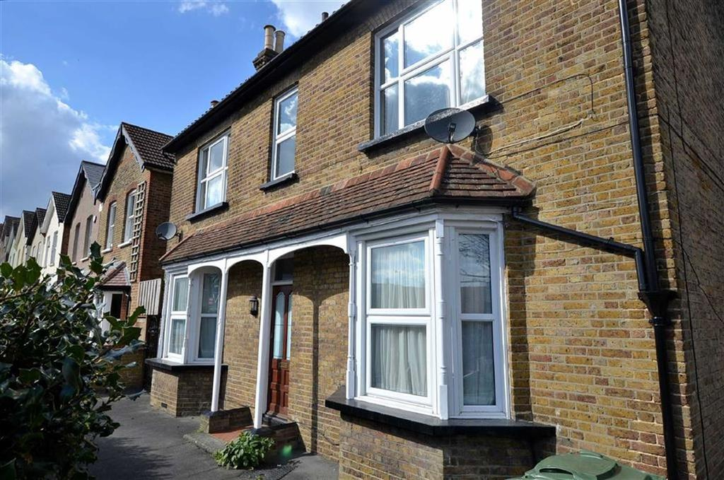 Studio Flat for sale in Chelmsford Road, South Woodford, London