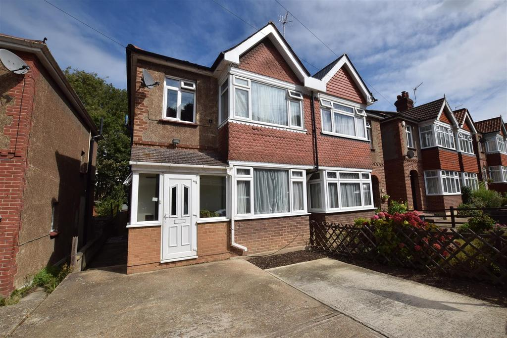 3 Bedrooms Semi Detached House for sale in Fearon Road, Hastings
