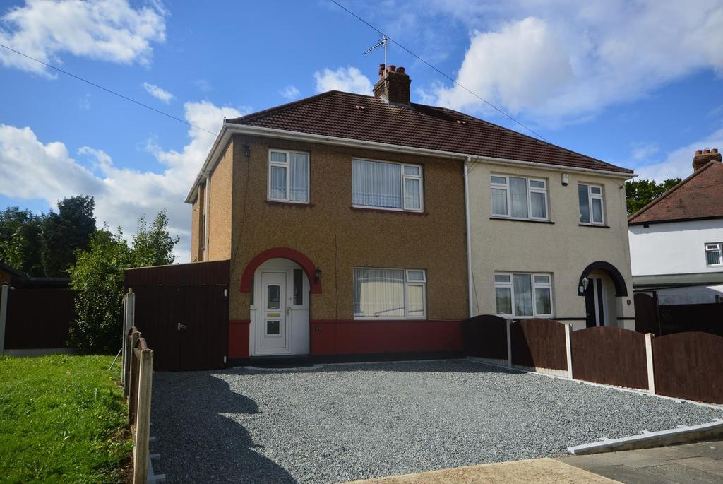 3 Bedrooms Semi Detached House for sale in Ravensbourne Crescent, Romford, RM3