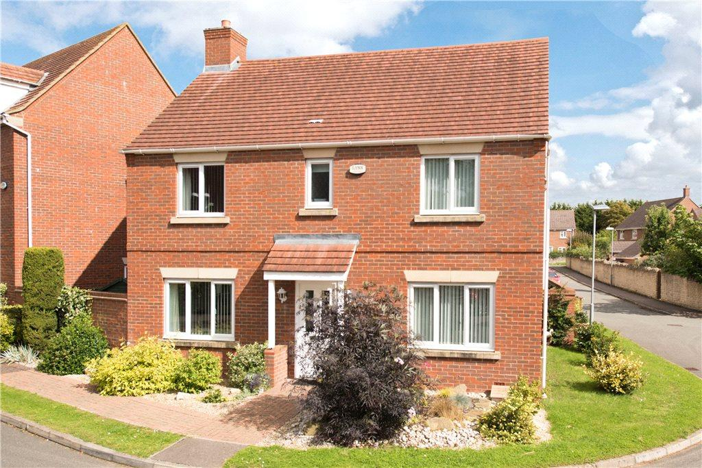 4 Bedrooms Detached House for sale in Whitechurch Close, Stone, Aylesbury, Buckinghamshire