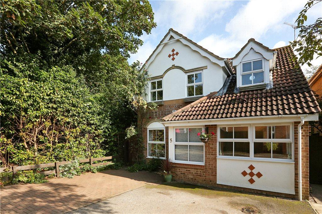 3 Bedrooms Detached House for sale in Phipps Close, Aylesbury, Buckinghamshire
