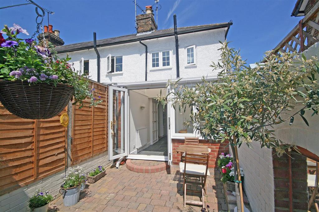 2 Bedrooms End Of Terrace House for sale in High Street, Stanstead Abbotts